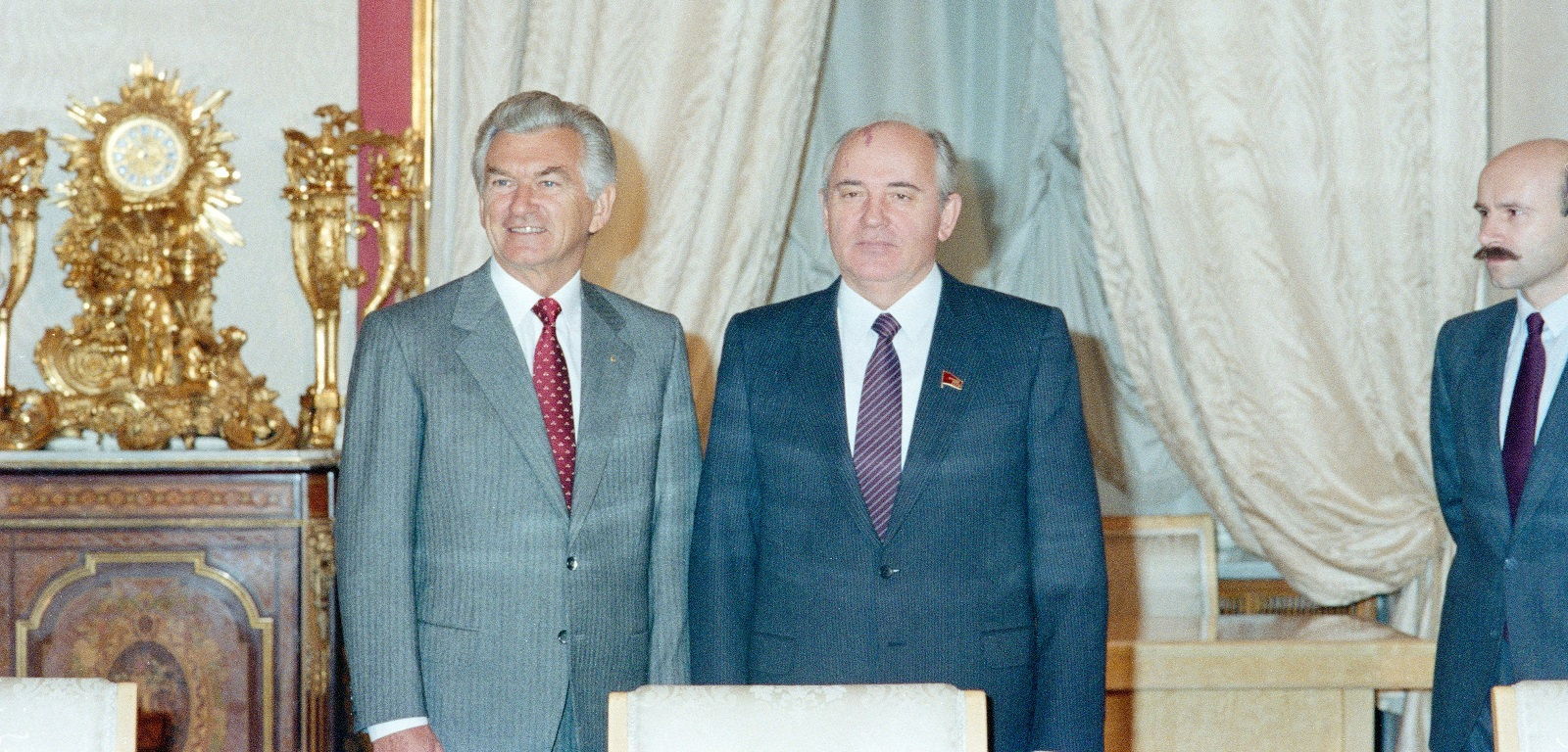 Bob Hawke with Mikeal Gorbachev in Moscow in 1987 (Photo: DFAT)