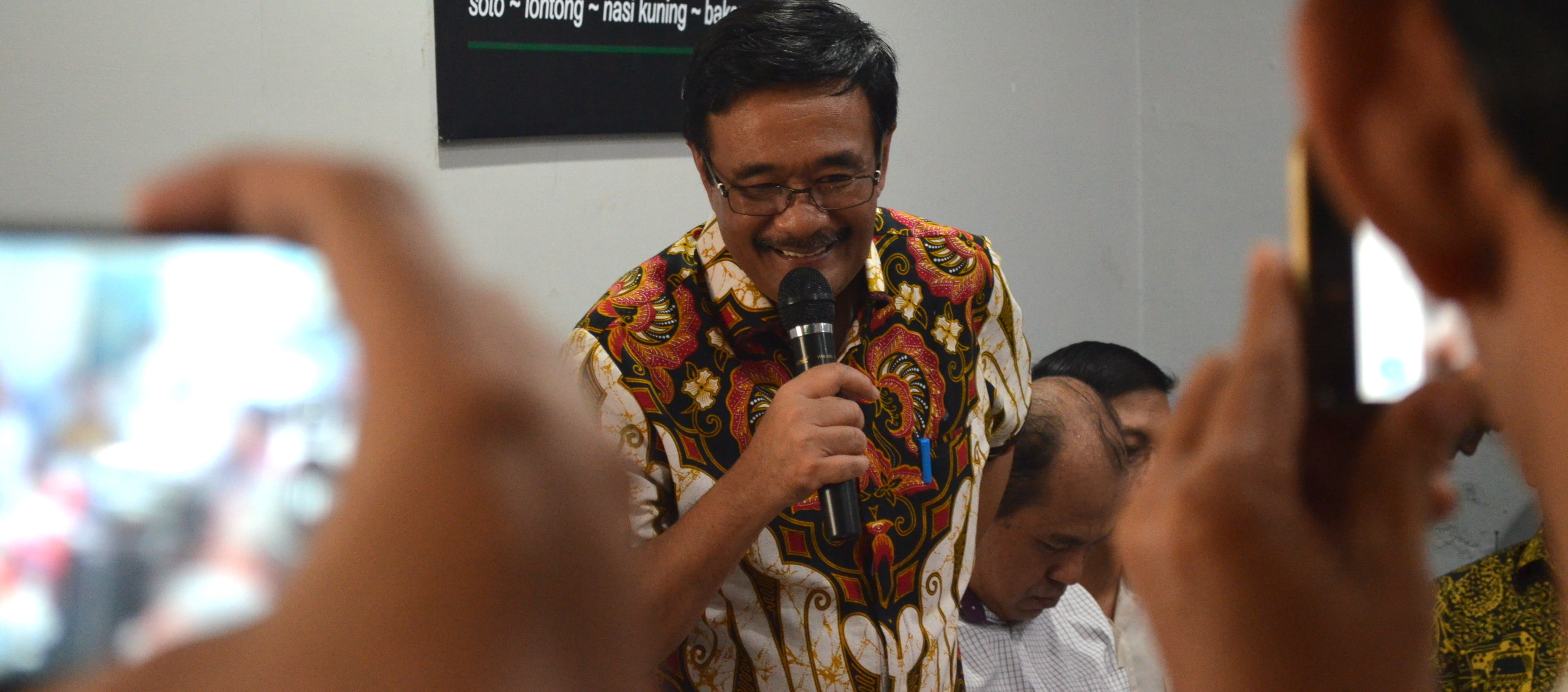 Djarot Saiful Hidayat campaigns at Sobat Cafe, Medan (Photo: Teguh Harahap)