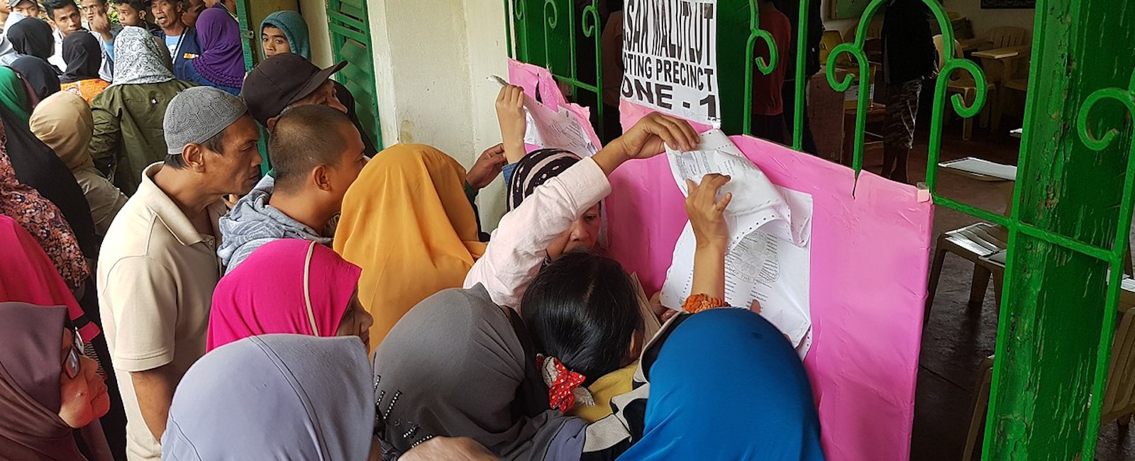 Voters at the Bangsamoro Organic Law plebiscite on January 21 (Photo: Wikimedia Commons)