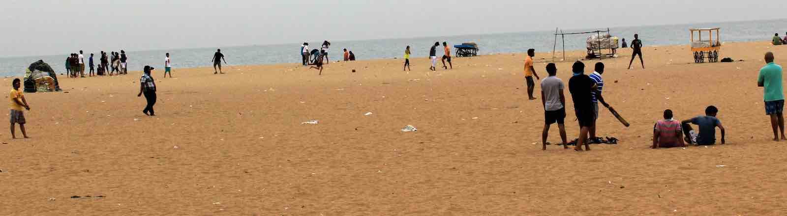 Beach cricket, Chennai, India (Photo: Balaji Photography/Flickr)