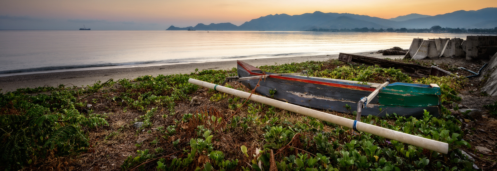 Dawn in Dili (Photo: scattered/ Flickr)