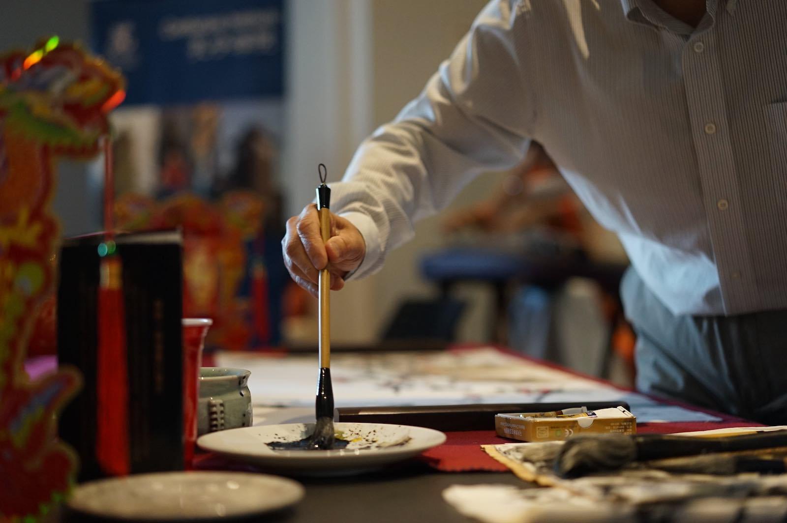 Calligraphy lesson (Photo: Confucius Institute Melbourne University/Flickr)