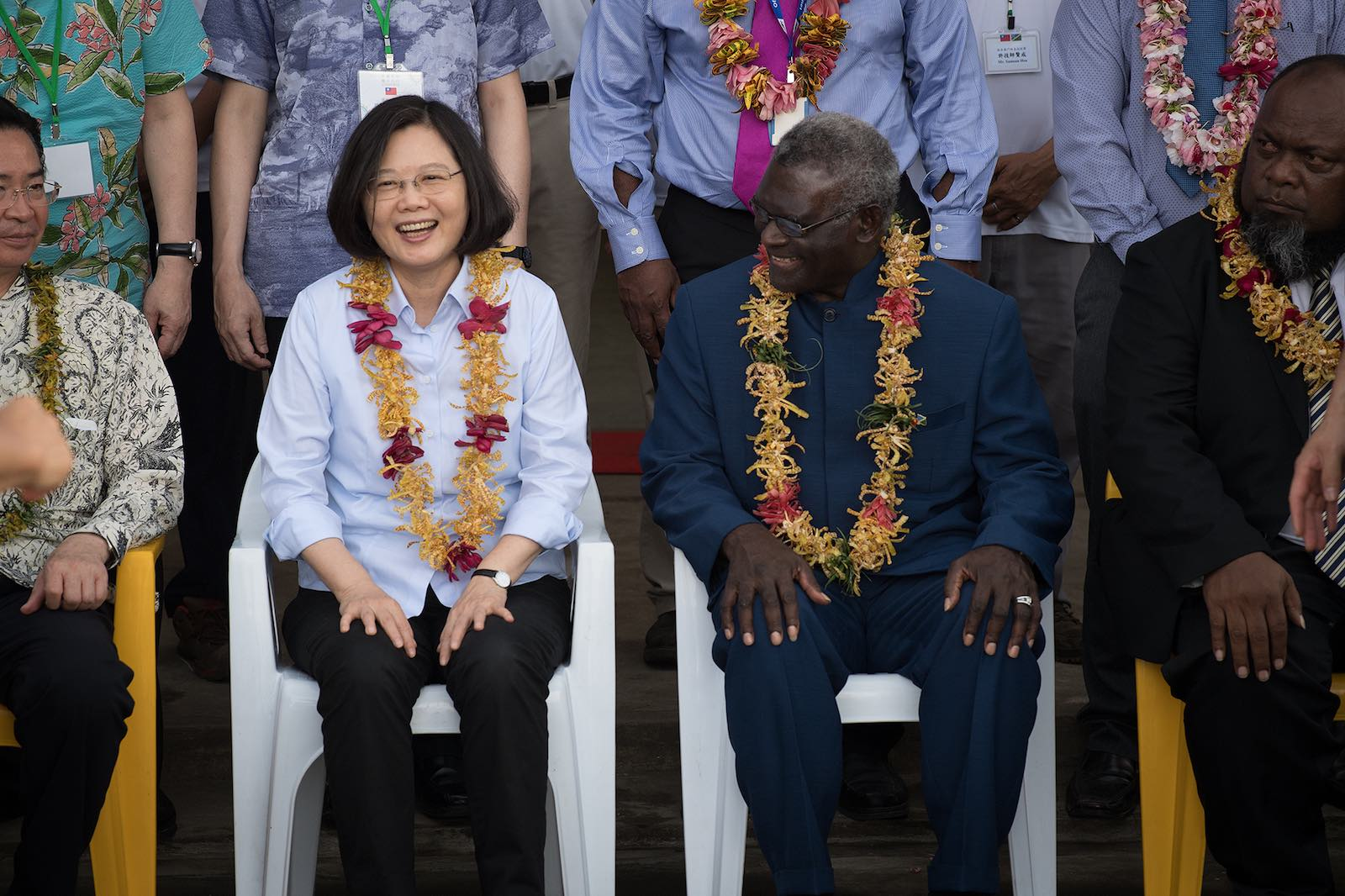 Taiwan's Tsai Ing-wen (left) with Solomon Islands' Manasseh Sogavare in Honiara, 2017 (Photo: Taiwan Presidential Office/Flickr)