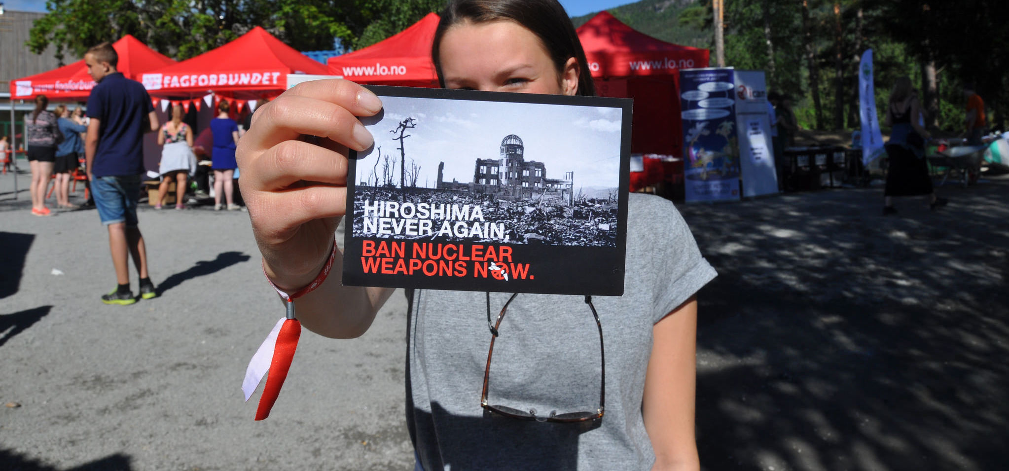 Activists in Norway campaign for a treaty to ban nuclear weapons (Photo: ICAN Norge/Flickr)