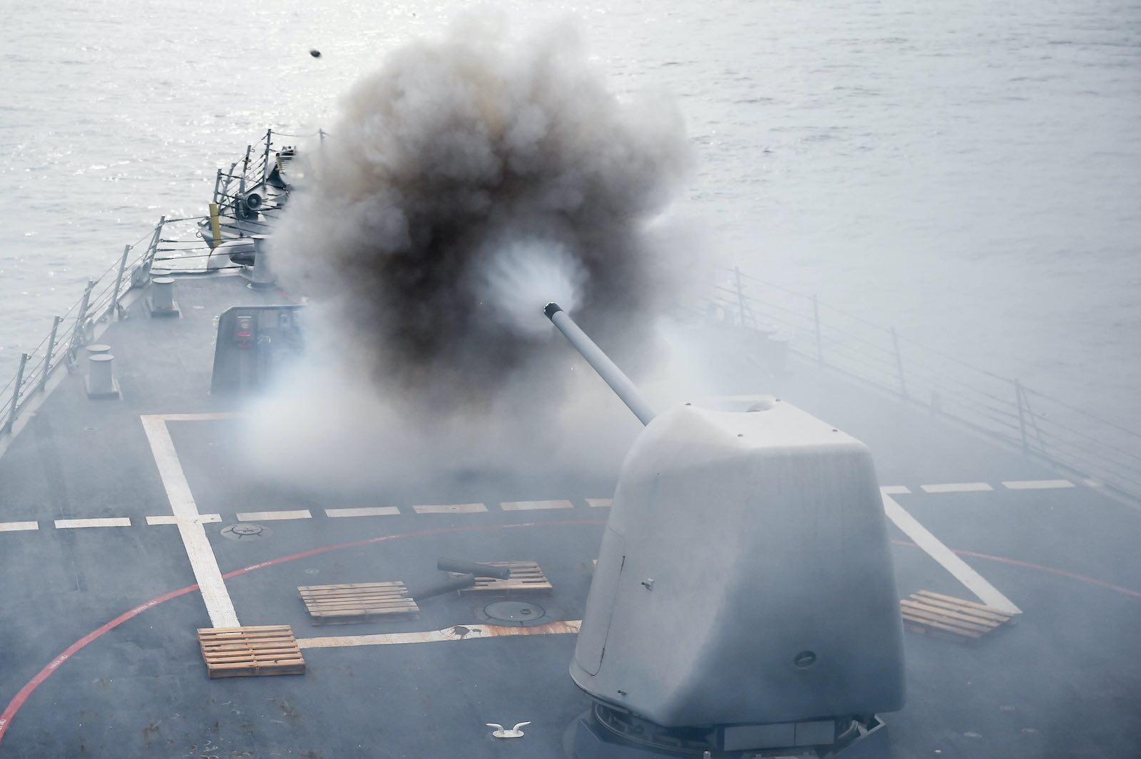 Live fire exercises on the USS Stethem near Singapore in 2016 (US Navy/Flickr)