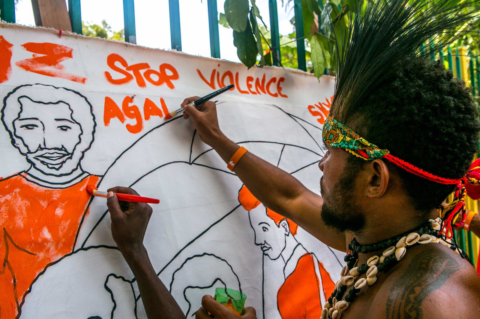 """Participants in a UN Women 2016 campaign for """"activism against gender-based violence"""" in Papua New Guinea (Johaness Terra/UN Women Asia and the Pacific/Flickr)"""
