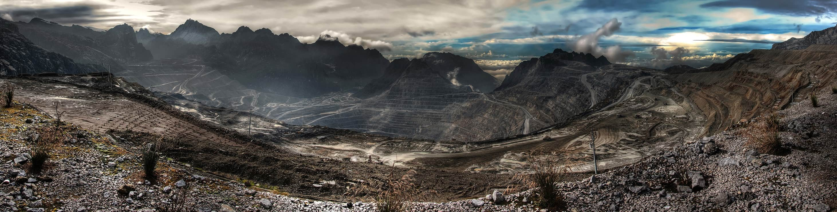 The Grasberg mining complex in 2009 (Photo: Richard Jones/Flickr)