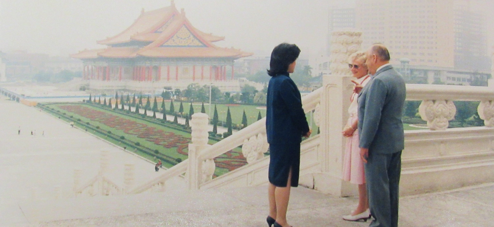 Former New Zealand prime minister Robert Muldoon visit to China in May 1987 (Photo: Archives New Zealand)