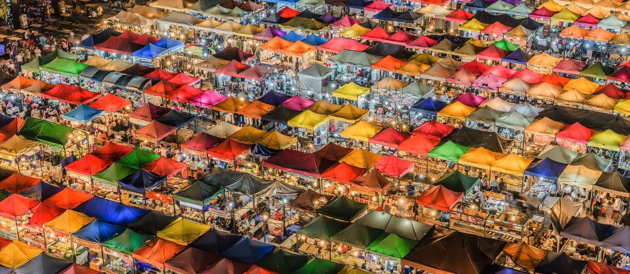 A night market in Bangkok, April 2017 (Photo: Getty Images/Aotaro)