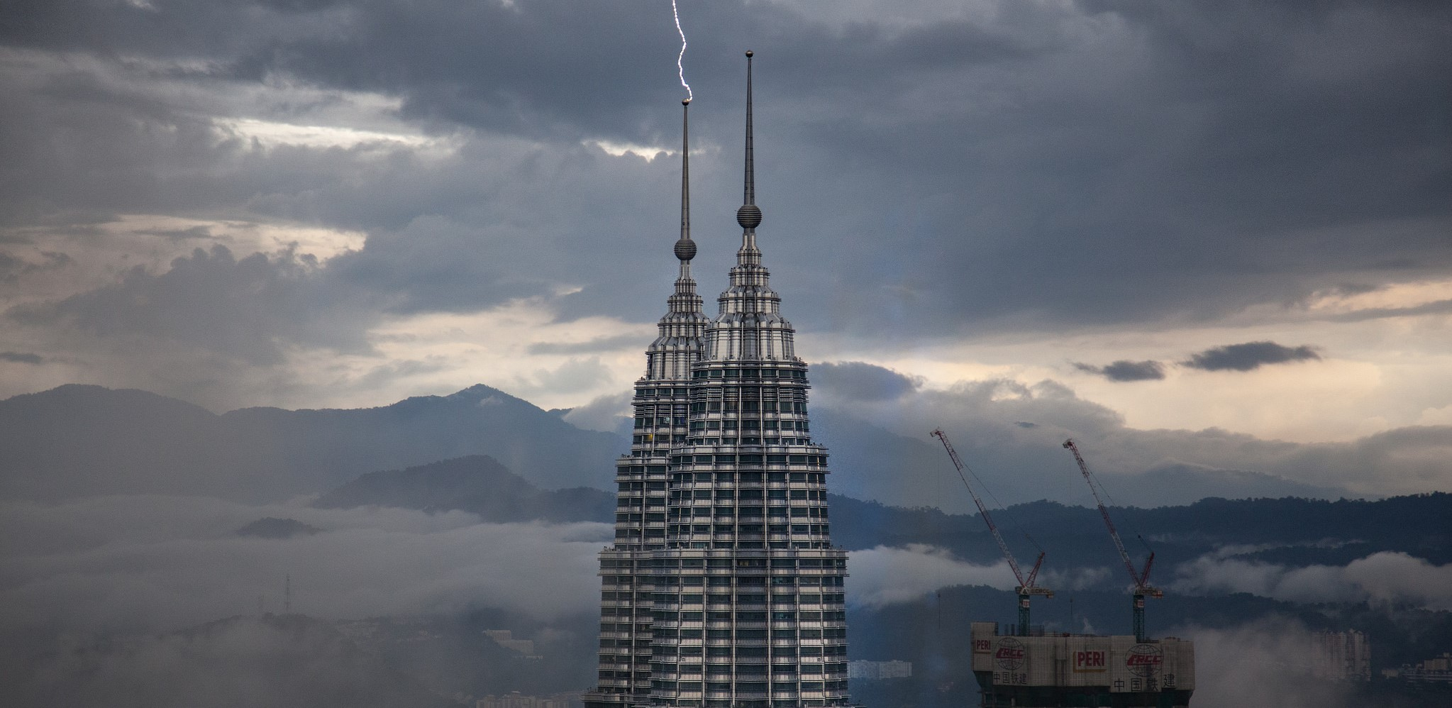 Lightning strikes the Petronas Towers, Kuala Lumpur, April 2017 (Photo: Flickr/Sitoo)