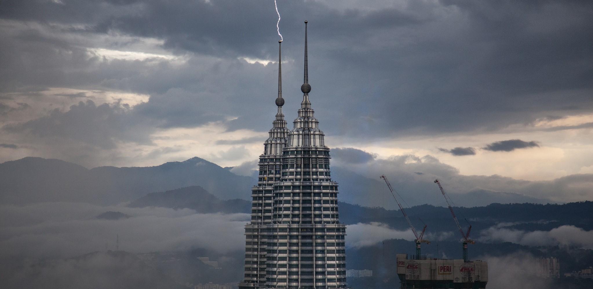 Lightning strikes the Petronas Towers, Kuala Lumpur, April 2017 (Photo: Flickr/Sitoo)