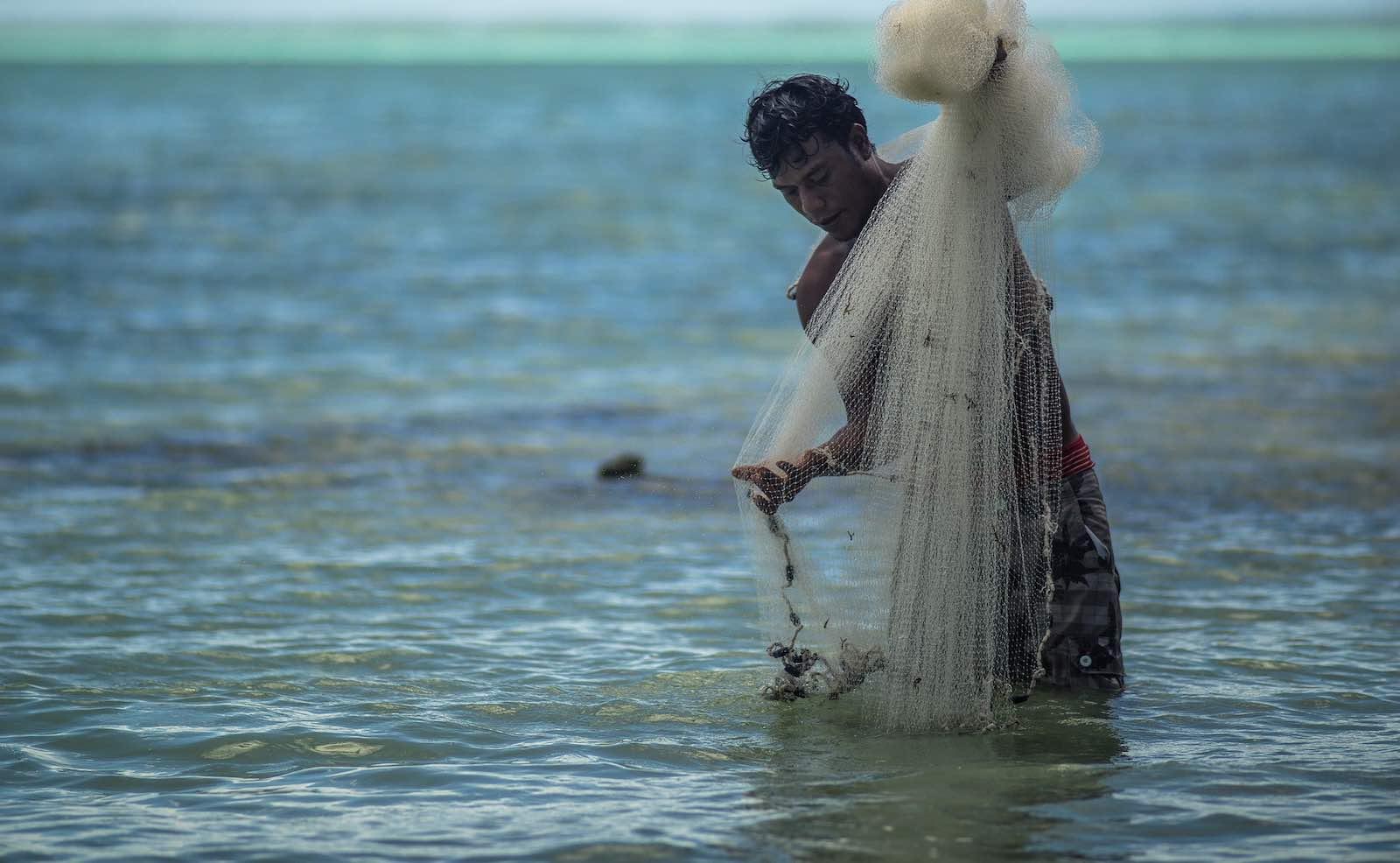 Fishing in Tarawa, Kiribati (Photo: Asian Development Bank/Flickr)