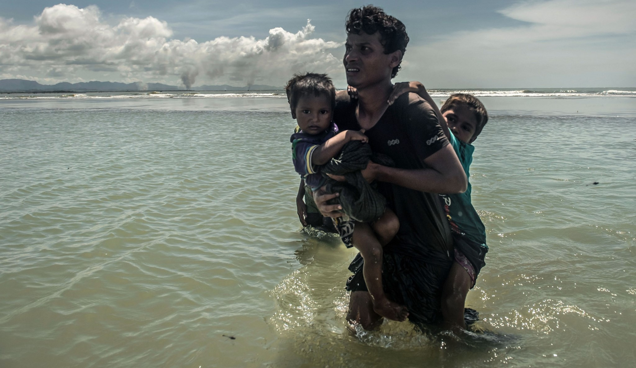 Rohingya fleeing Myanmar, September 2017 (Photo: Tommy Trenchard/ Caritas/CAFOD)