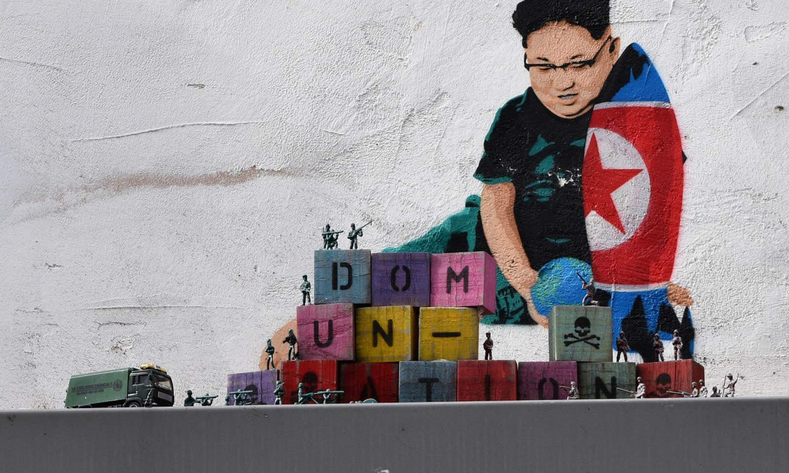 Kim Jong-un and toys ... street art in London (Photo: Loco Steve/Flickr)