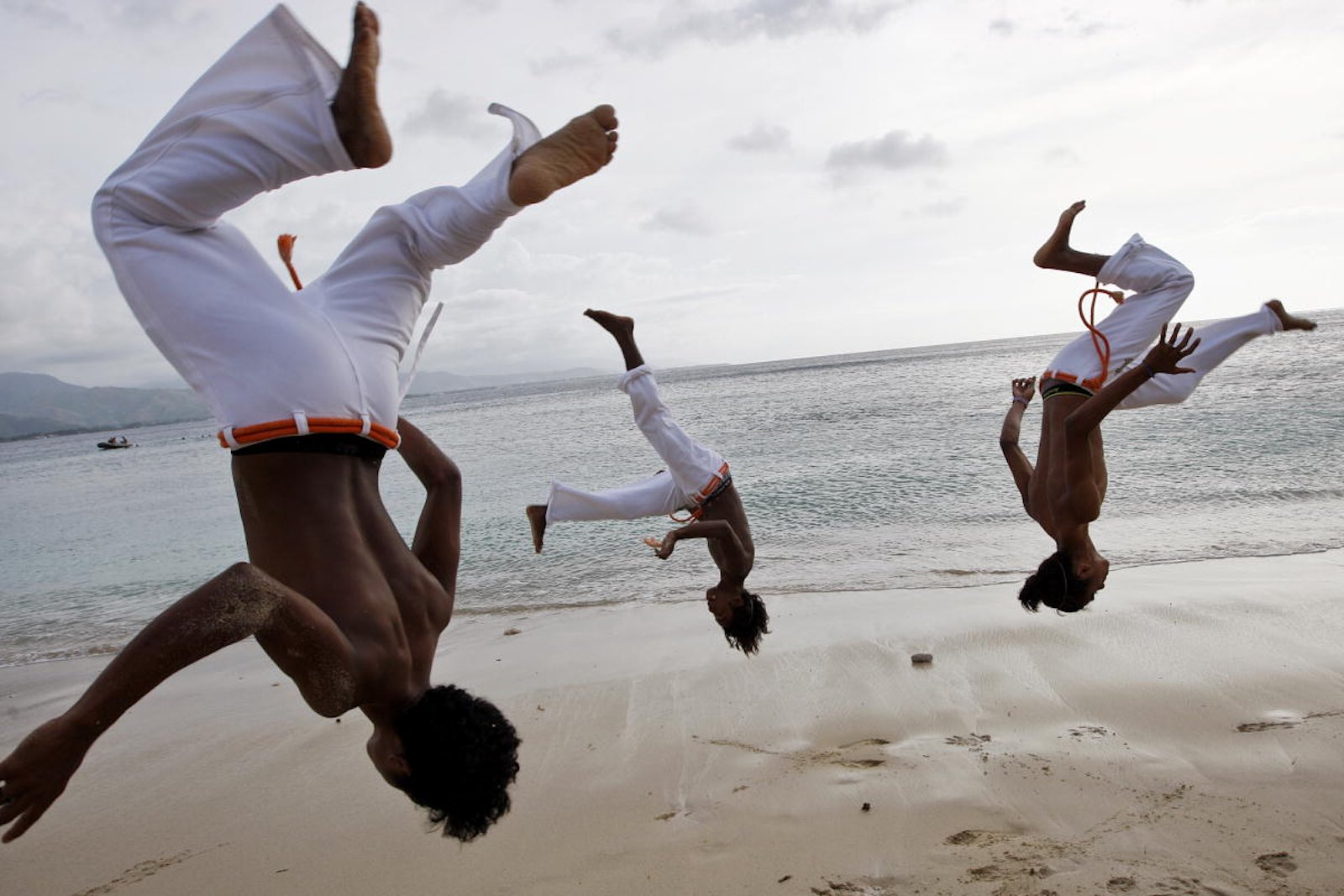 Practising capoeira on a Dili beach (United Nations Photo/Flickr)