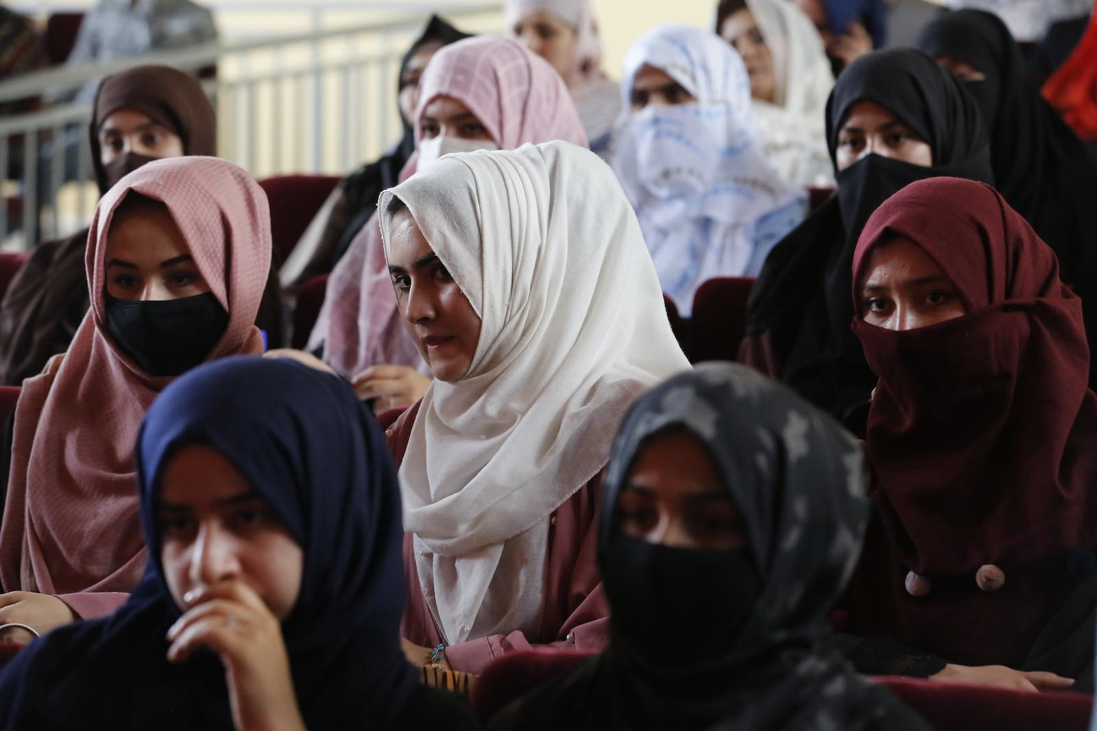 A human rights seminar on the role of women in ongoing peace efforts drew hundreds of participants In Kunduz, Afghanistan, September 2019 (Fardin Waezi/UNAMA/Flickr)