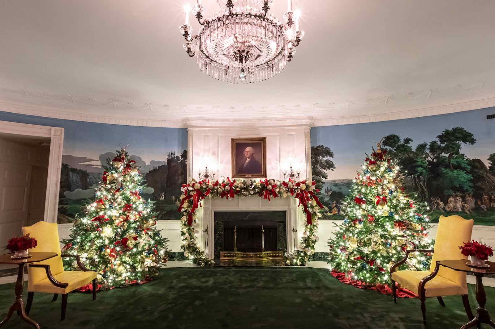 A portrait of George Washington hangs in the Diplomatic Reception Room of the White House, decorated for the 2019 Christmas season (Photo: The White House/Flickr)