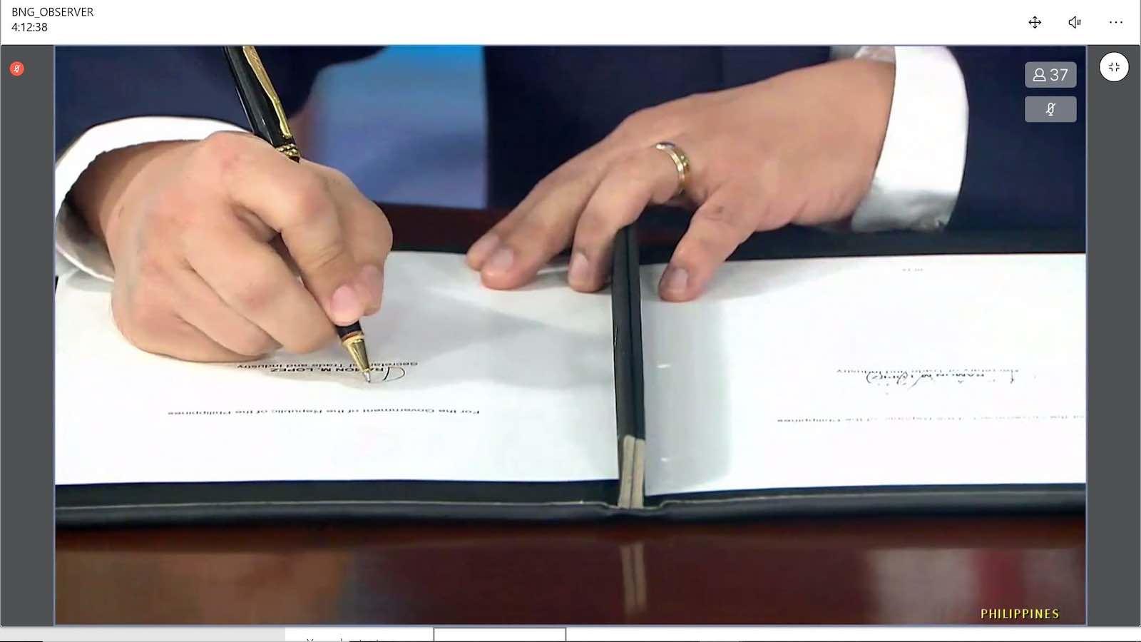 Philippines Trade Secretary Ramon Lopez puts pen to paper in the virtual signing ceremony for RCEP (Kusuma Pandu WIjaya/ASEAN Secretariat)