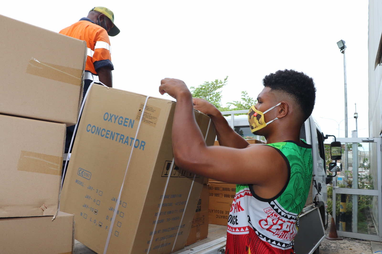 Oxygen concentrators are unloaded in April at Jacksons airport, Port Moresby, PNG (United Nations in PNG/Flickr)