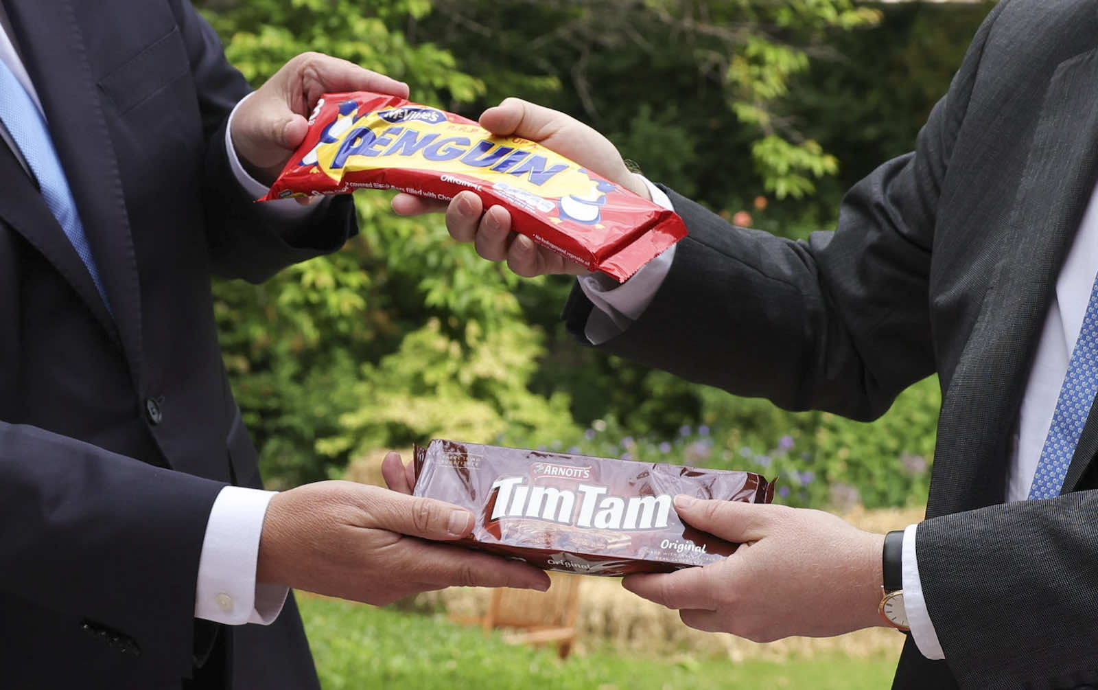 Scott Morrison and Boris Johnson exchange Penguin and Timtam biscuits after talks in London this week (Andrew Parsons/No 10 Downing Street/Flickr)