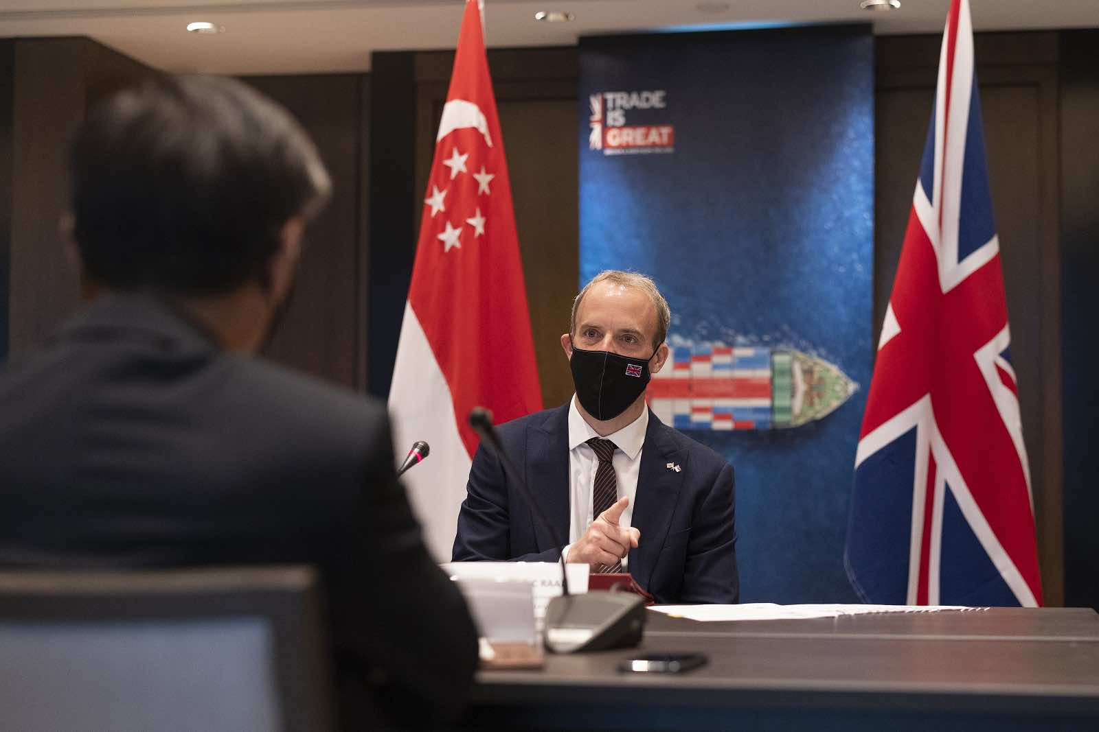 UK Foreign Secretary Dominic Raab holds a roundtable with business leaders during his visit to Singapore, 24 June 2021 (Simon Dawson/No 10 Downing Street/Flickr)