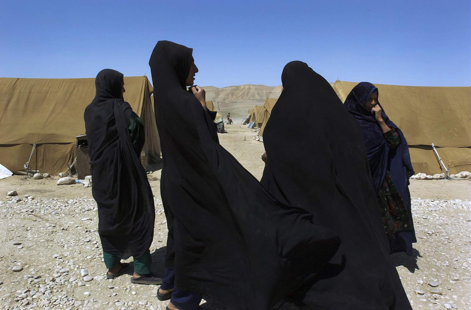 A group of Afghan women, former refugees newly returned from Iran, gathers at a UN returnee camp in western Afghanistan, 2009 (Photo: UN Photo/Flickr)