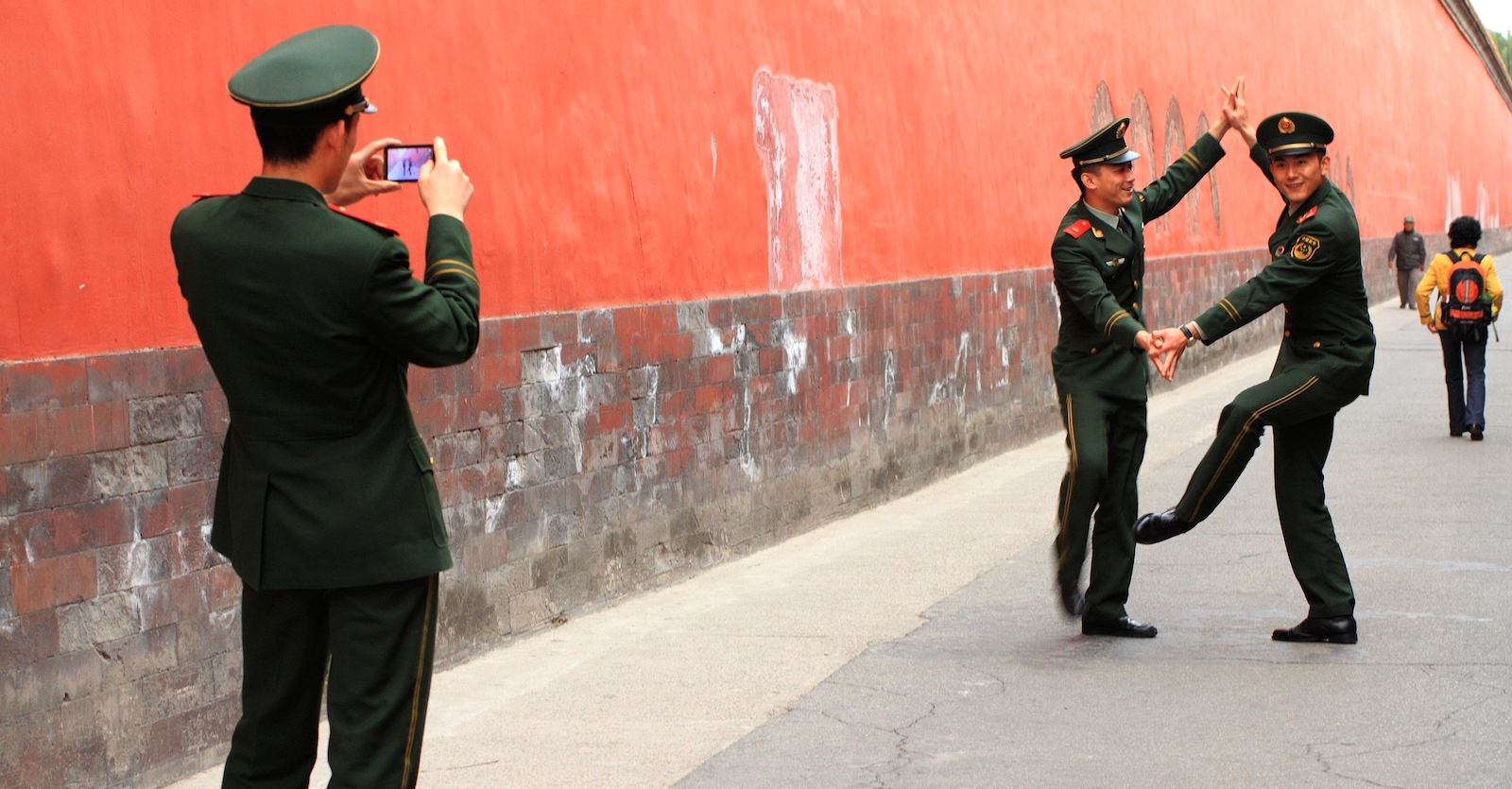Chinese Army soldiers in Beijing (Photo: Kalexander/Flickr)
