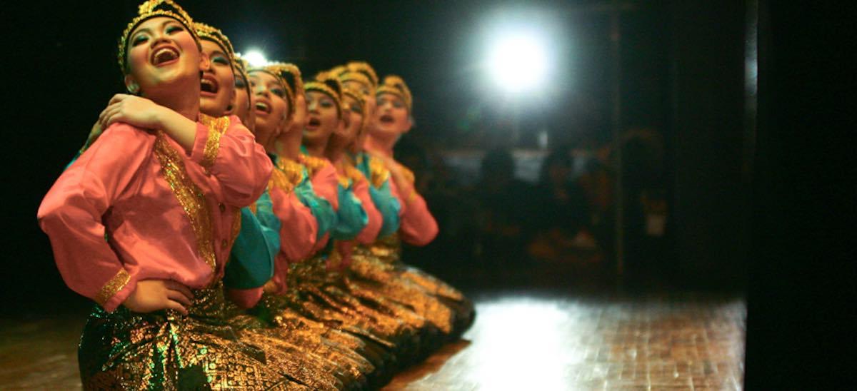 Tari Saman performance (StageID/Flickr)