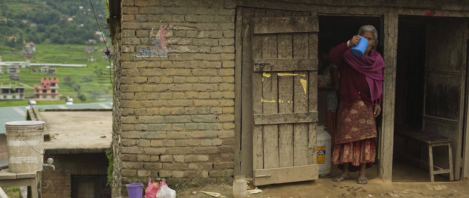 A Nepali woman in Kathmandu (Photo: PACAF/ Flickr)