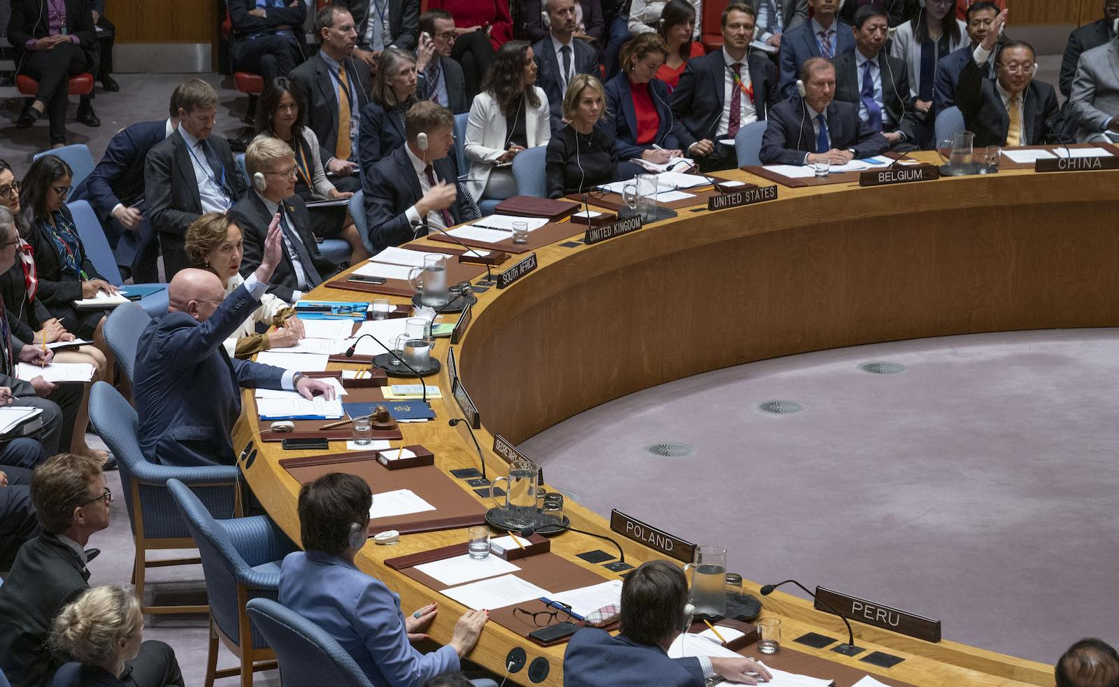 Representatives of Russia and China raise their hands to veto a UN Security Council resolution on Syria (Photo: Cia Pak/United Nations)