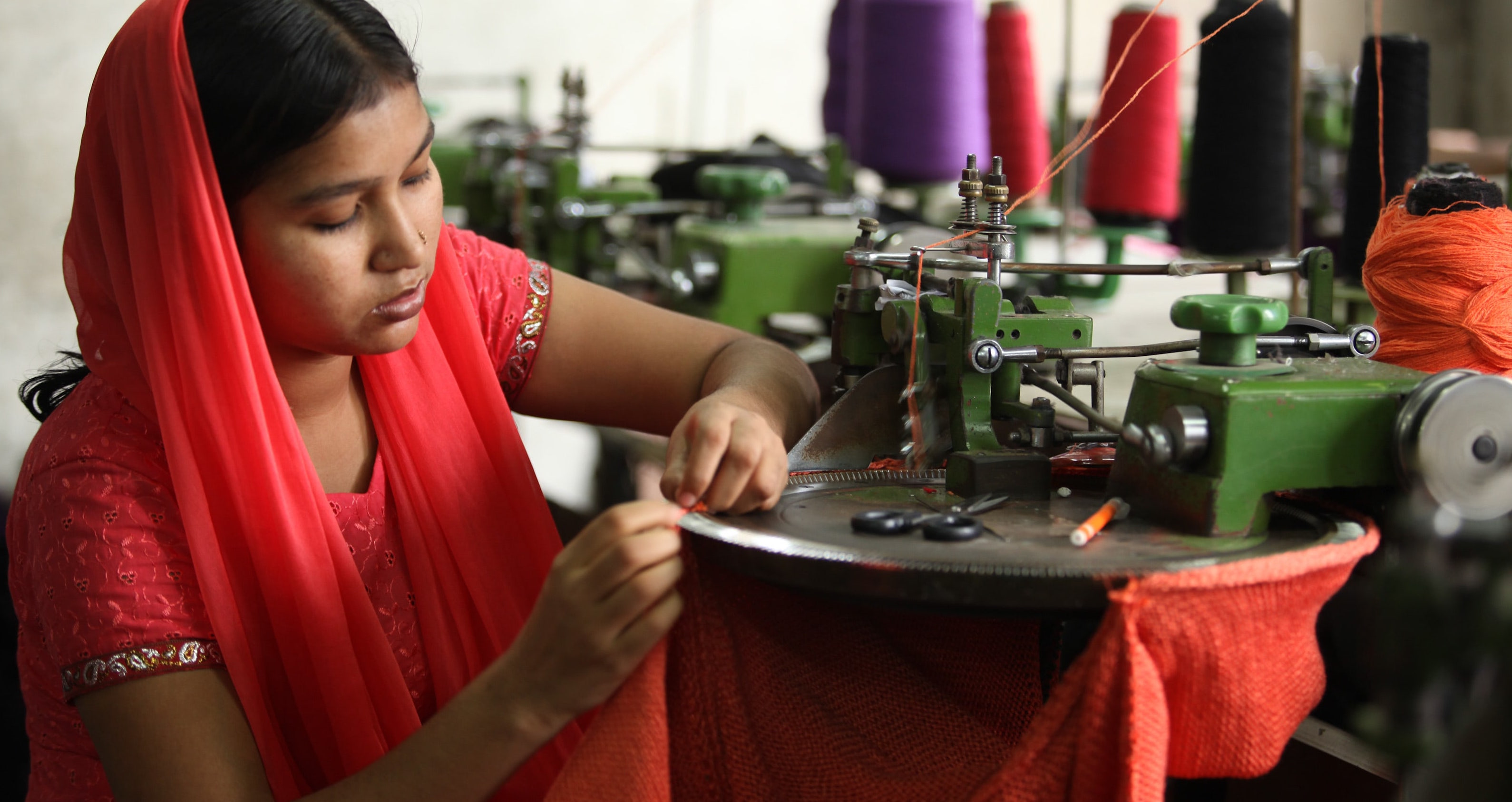 A textile worker in Dhaka {Photo: Asian Development Bank/Flickr)