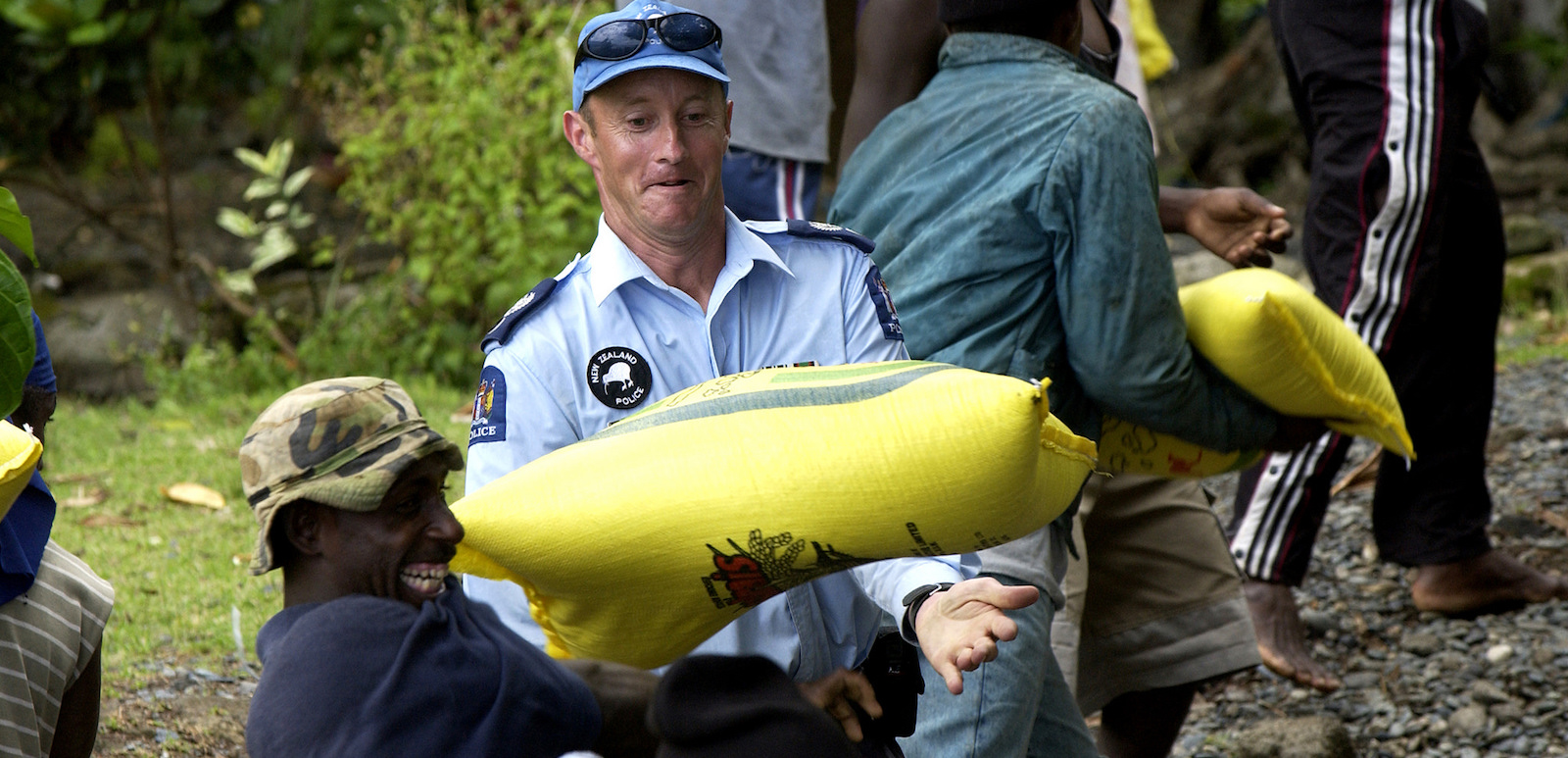 New Zealand police assisting with delivery of AusAID supplies, Solomon Islands, 2003 (Photo: Gary Ramage, Australian Defence/Flickr)