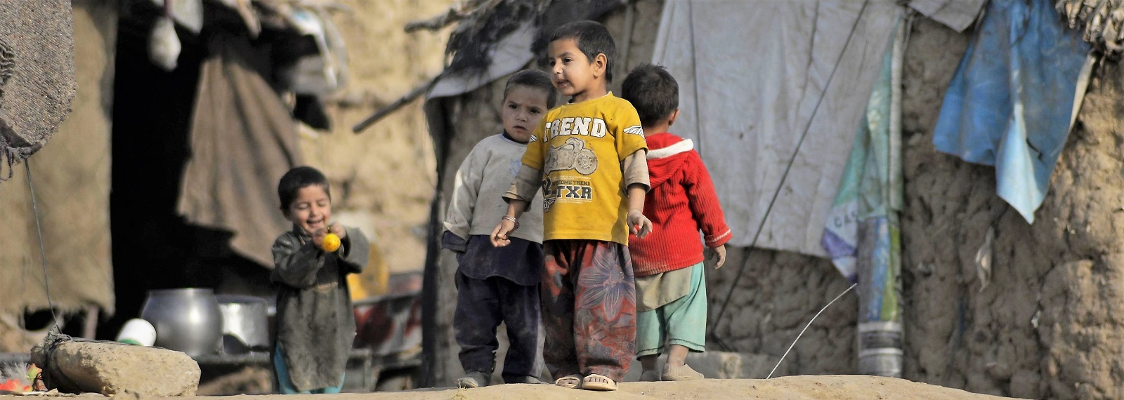 Afghan refugee children in Islamabad, Pakistan on December 3, 2016 (Photo: Muhammad Reza/Anadolu Agency/Getty Images)