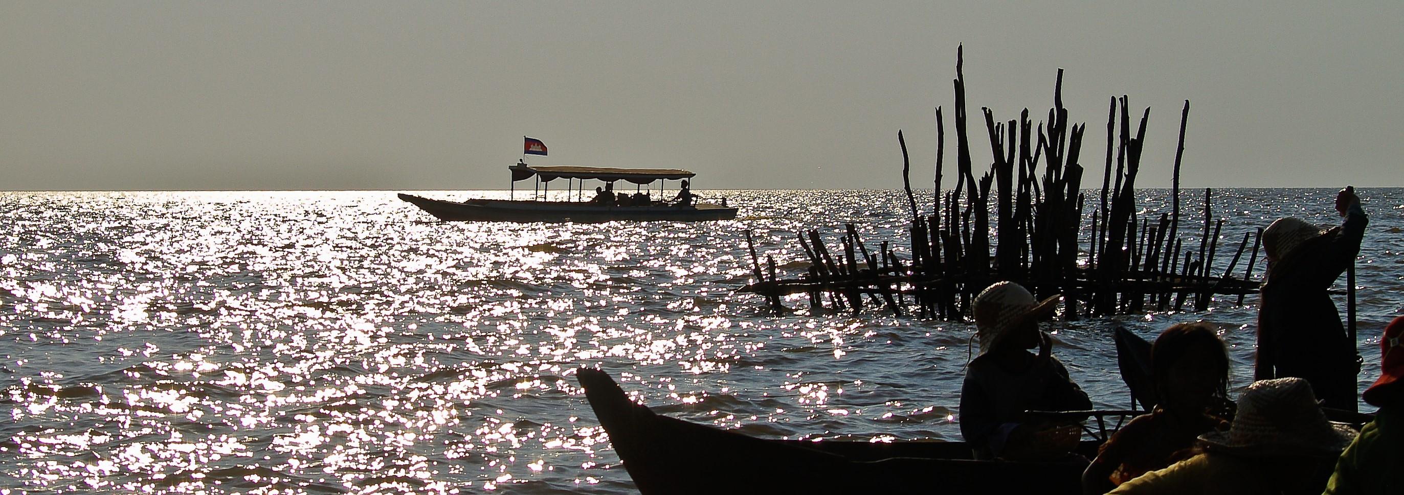 Boats on Tonle Sap Lake, Cambodia (Photo: Flickr/Anguskirk)