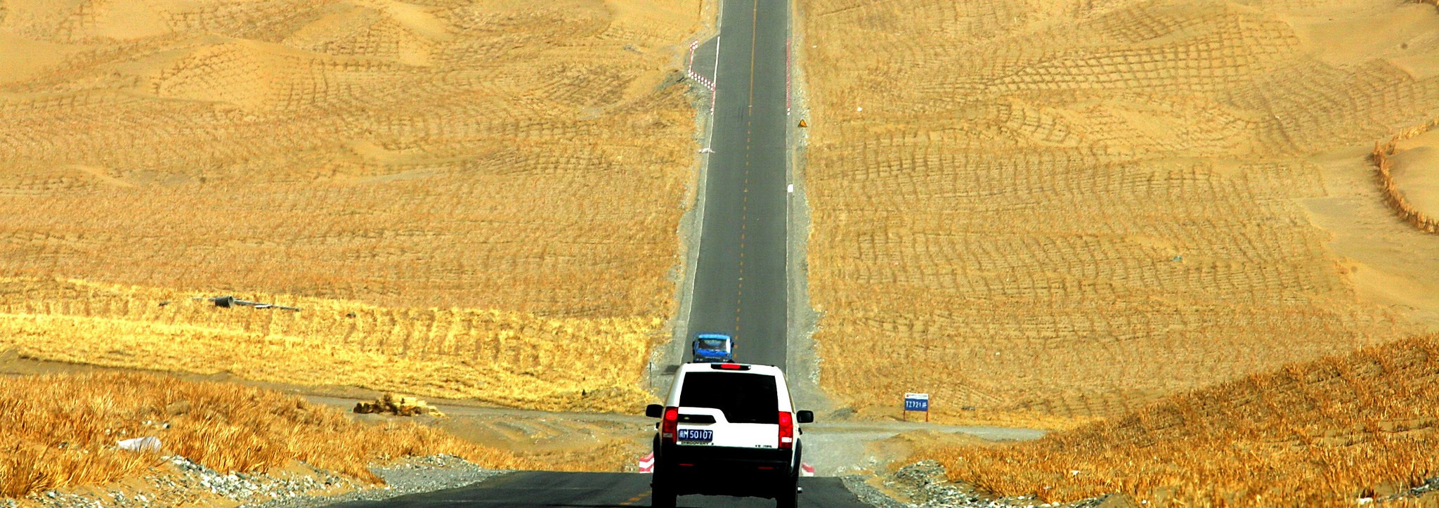 Driving through oil and gas fields in central Xinjiang. Photo: (Flickr/ADB)
