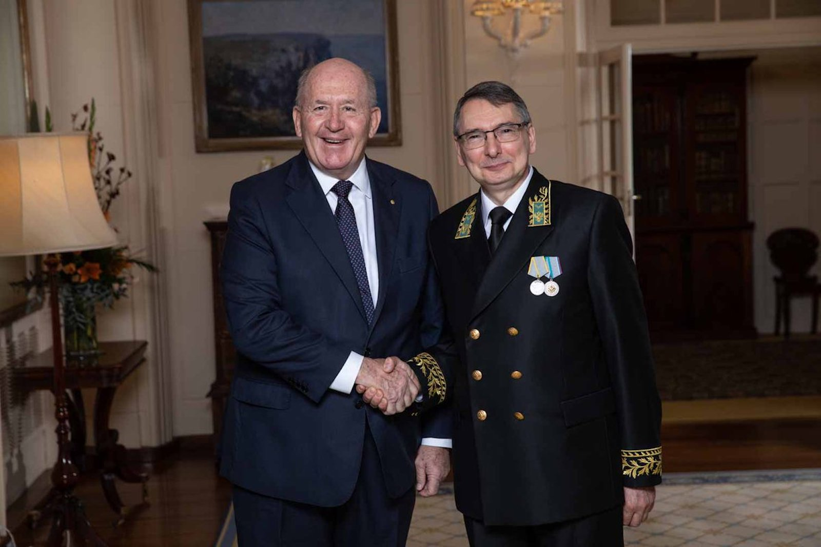 Governor-General Peter Cosgrove after receiving Letters of Credence from Dr Alexey Pavlovsky, accrediting him Ambassador of the Russian Federation (Photo: gg.gov.au)