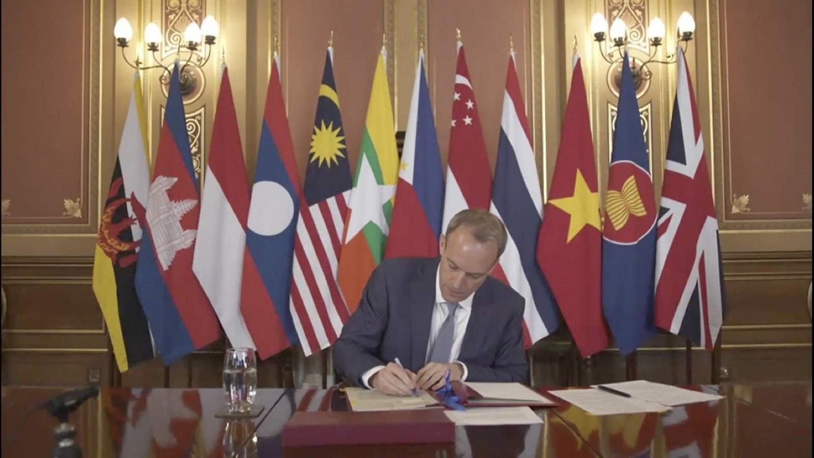 UK Foreign Secretary Dominic Raab co-signs the conferment of the UK to ASEAN Dialogue Partner Status, decided at the 54th ASEAN Foreign Ministers' Meeting (AMM), 2 August 2021 (ASEAN Secretariat/Kusuma Pandu Wijaya/Getty Images)