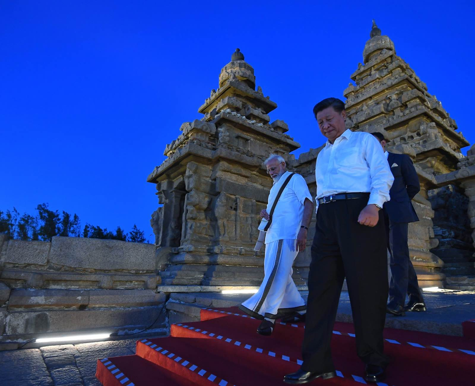 Narendra Modi and Xi Jinping at the Shore Temple, Mamallapuram (Photo: @narendramodi/Twitter)