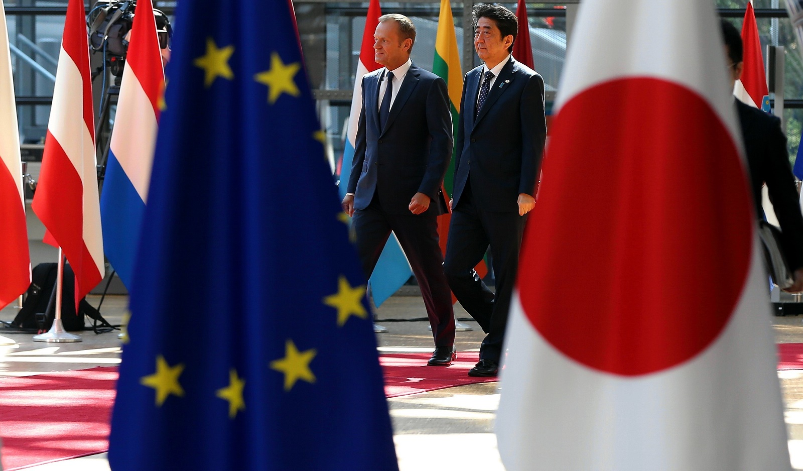 European Council President Donald Tusk and Japanese Prime Minister Shinzo Abe at the EU-Japan Summit in Brussels on 6 July (Photo: Dursun Aydemir/Getty Images)