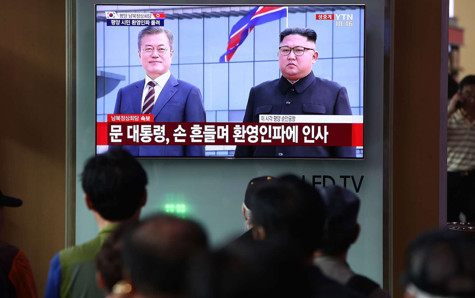 South Koreans watch a television broadcast reporting President Moon Jae-in meeting with North Korea's Kim Jong-un on 18 September (Photo: Chung Sung-Jun/Getty)