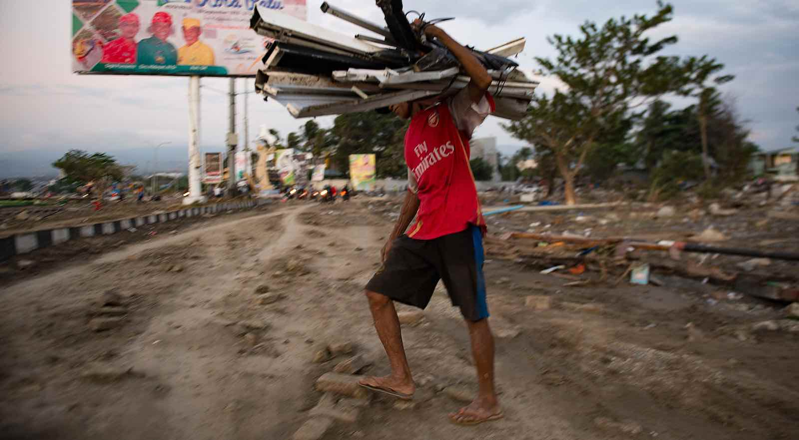 Collecting valuable material from a beach that was hit by a tsunami in Palu, Central Sulawesi on 29 September (Photo: Bay Ismoyo via Getty)