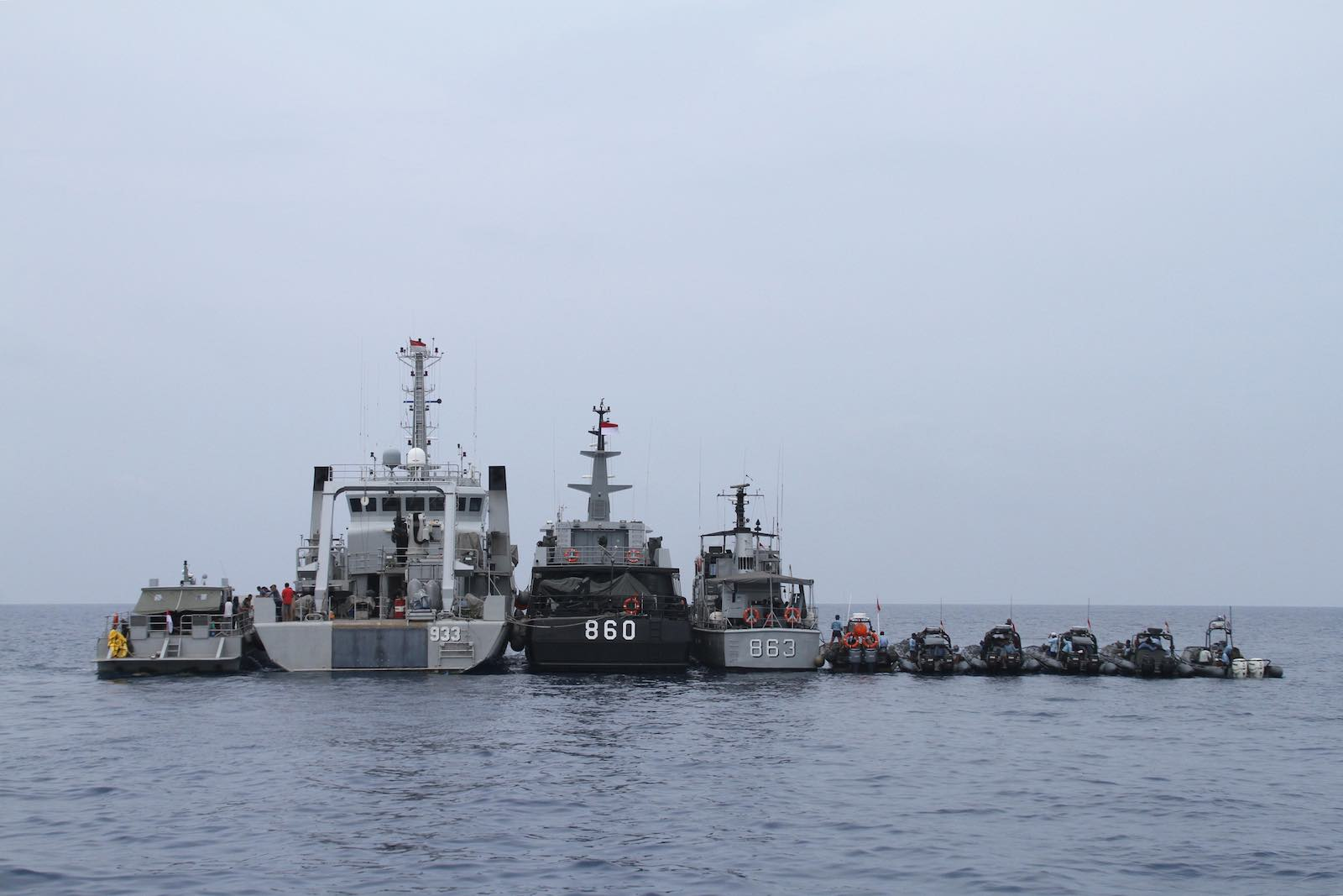 Indonesian navy vessels preparing for a search and rescue operation in 2018 (Azwar Ipank/AFP via Getty Images)
