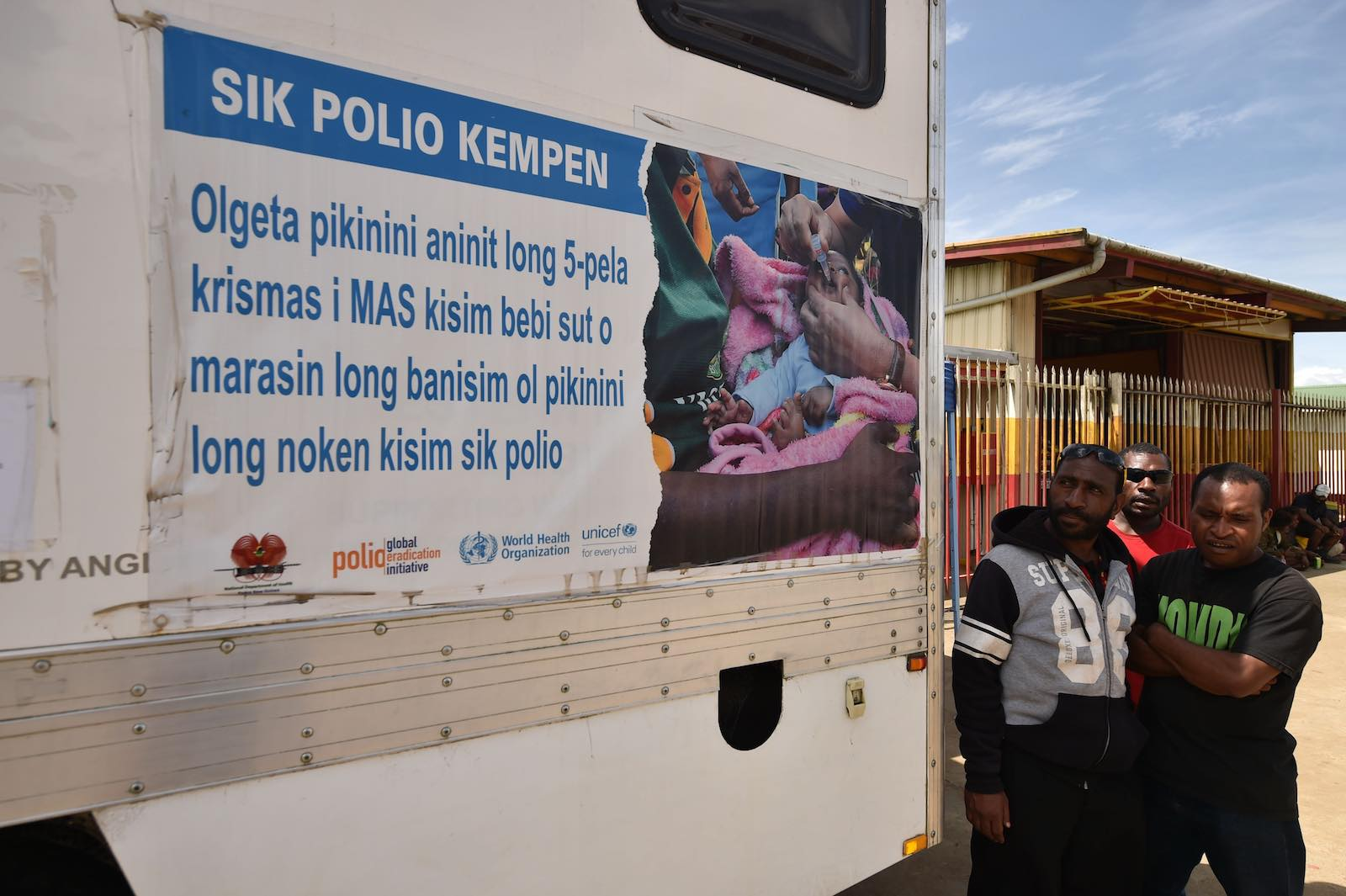 A mobile polio vaccination clinic on a street in Mount Hagen in the Western Highlands, PNG (Peter Parks/AFP via Getty Images)