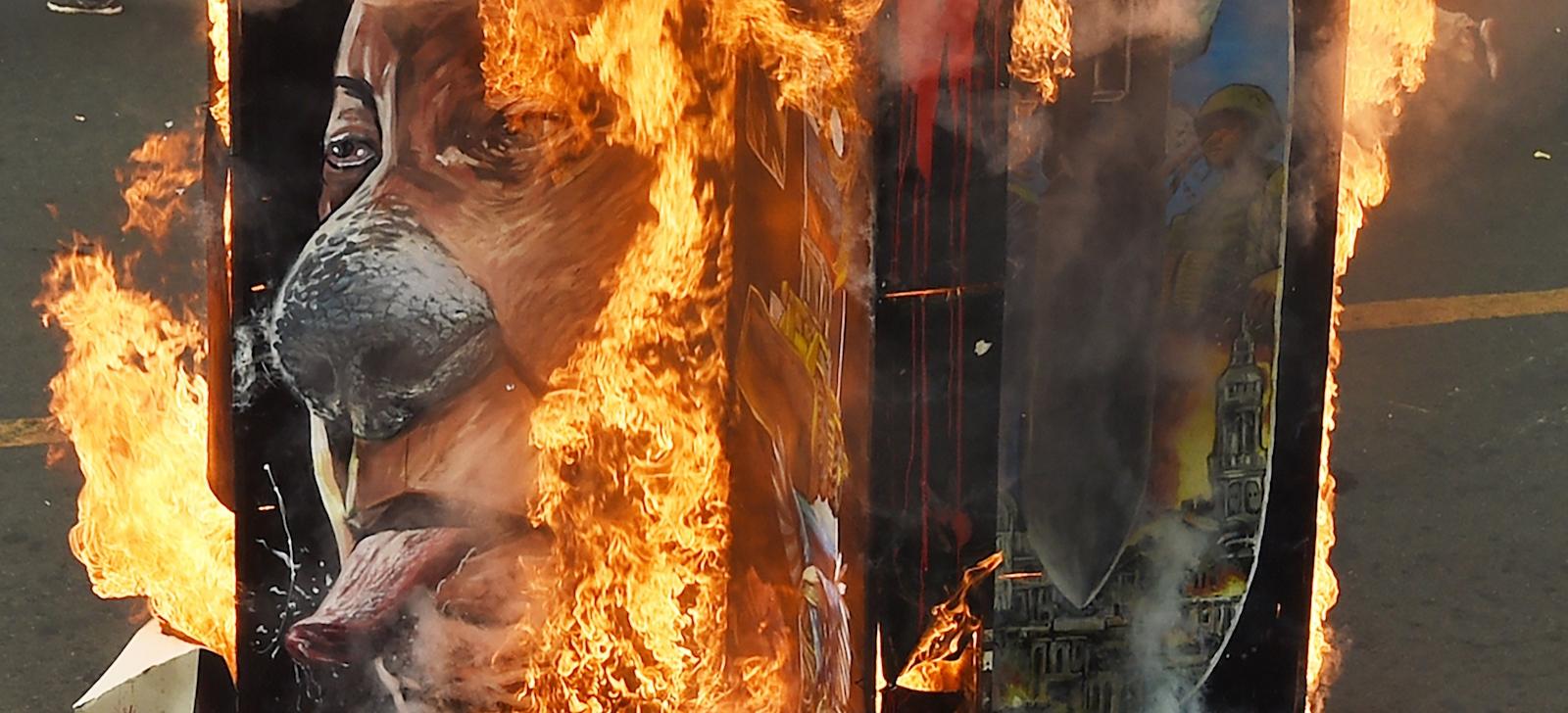 Activists burn portraits of Philippine President Rodrigo Duterte (Photo: Ted Aljibe via Getty)