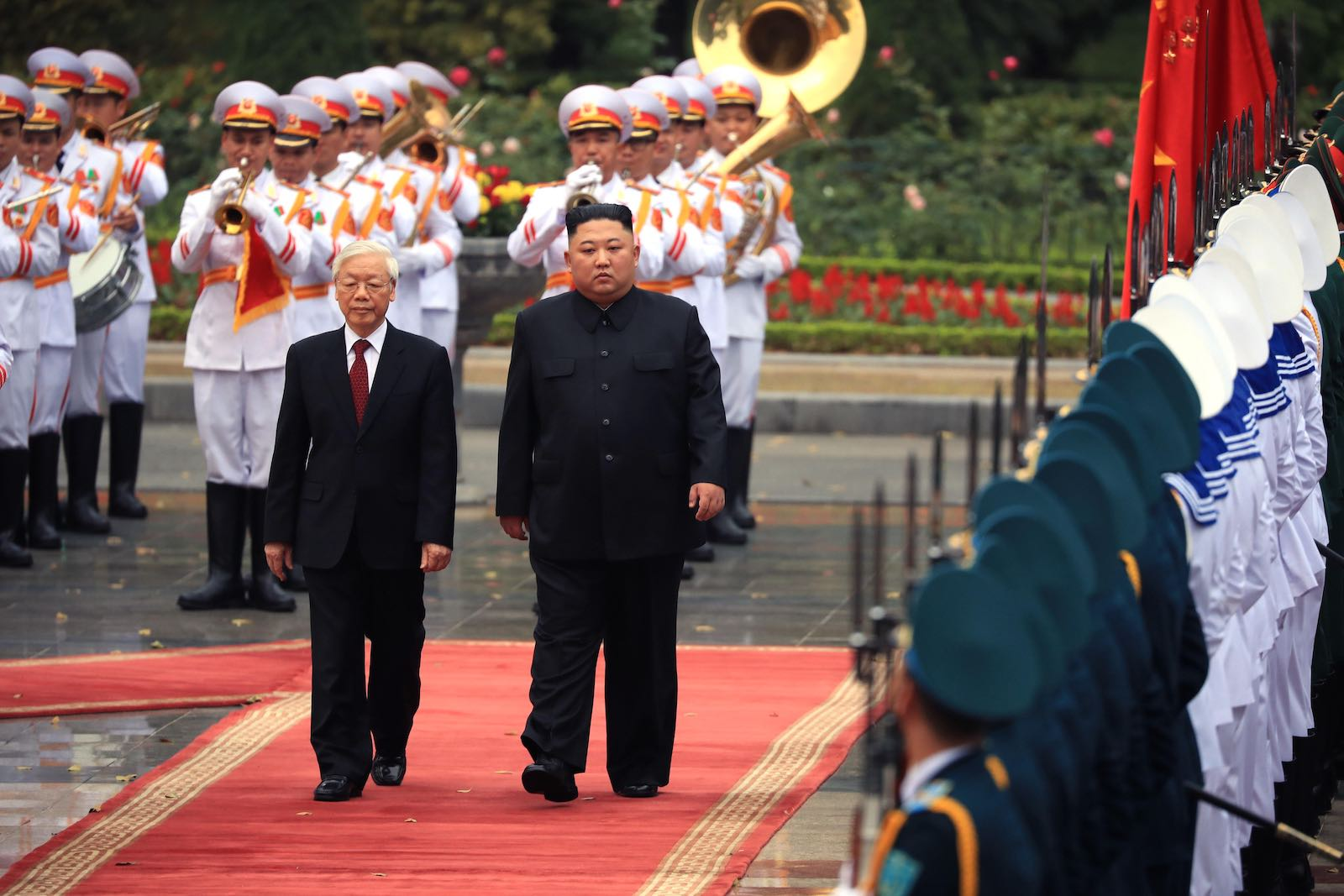 North Korean leader Kim Jong-un (right) attends a welcome ceremony with Vietnamese President Nguyen Phu Trong, 1 March 2019 in Hanoi (The Asahi Shimbun via Getty Images)
