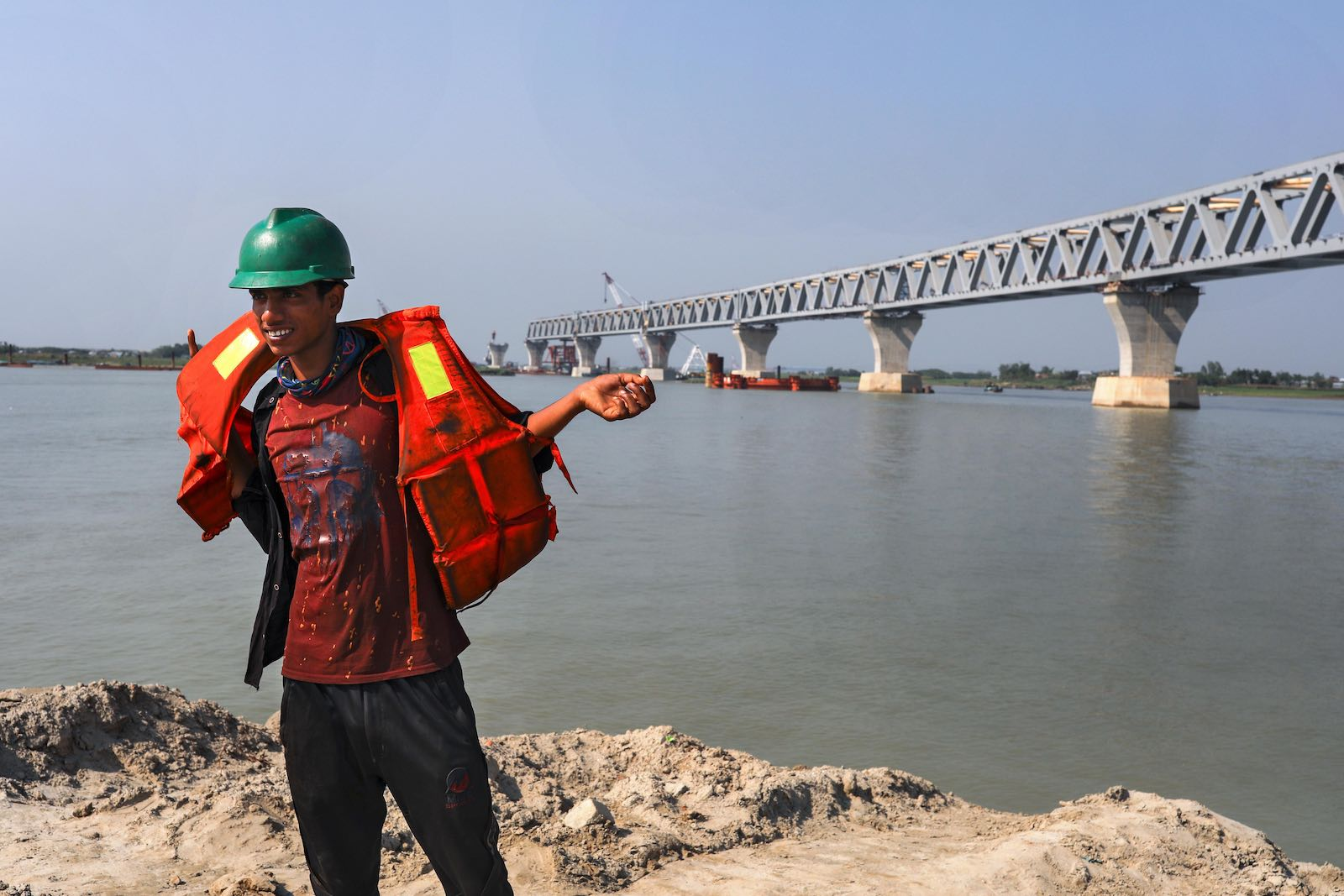 Padma Bridge project, a 6.15-kilometre bridge that will connect the south-west of Bangladesh to the northern and eastern regions (Photo: Kazi Salahuddin Razu via Getty)