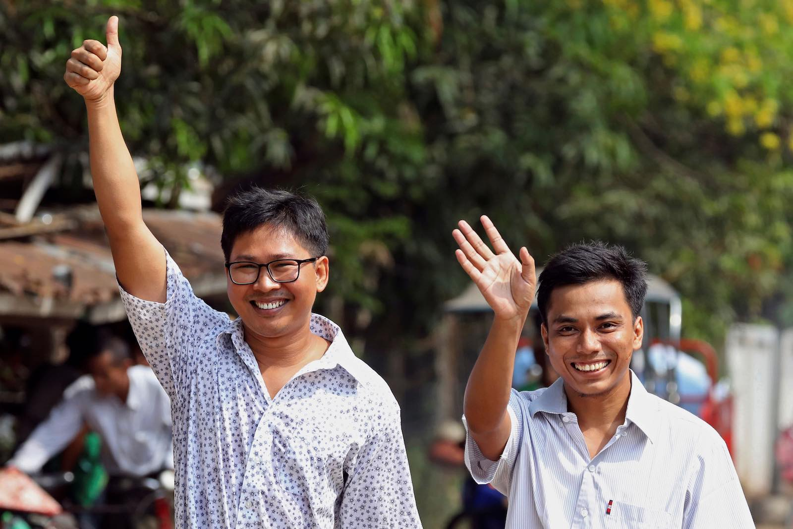 Reuters journalists Wa Lone and Kyaw Soe Oo walk free from Insein prison (Photo: Ann Wang via Getty)