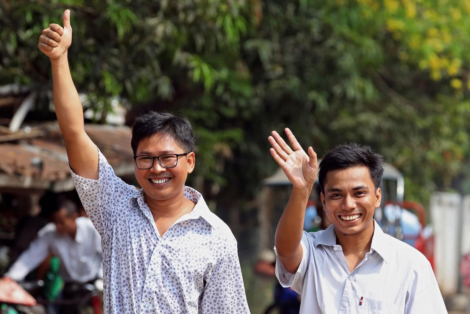 Reuters journalists Wa Lone and Kyaw Soe Oo walk free from Insein prison (Photo: Ann Wang via Getty)