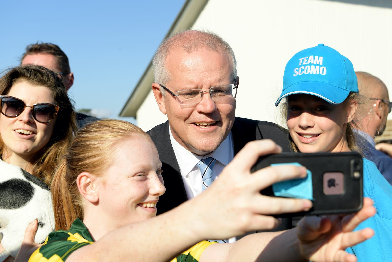 Prime Minister Scott Morrison poses for a pic after he cast his vote at Lilli Pilli Public School, Cronulla, NSW, 18 May 2019 (Tracey Nearmy/Getty Images)