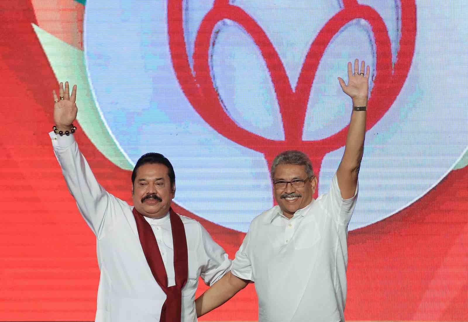 Former Sri Lankan president Mahinda Rajapaksa (L) with brother and presidential candidate Gotabaya Rajapaksa, Colombo, Sri Lanka, 11 August 2019. (Photo: Tharaka Basnayaka via Getty)